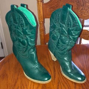 Cowgirl boots, size 10.